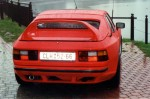 Zadní víko Porsche 924 / 944. Na originálním rámu.Sklo do víka.Křídlo individuálně upravené dle výběru.Vzhled výrobku jako ,,Strosek,, Cena v základním provedení: 25 000,- Kč
